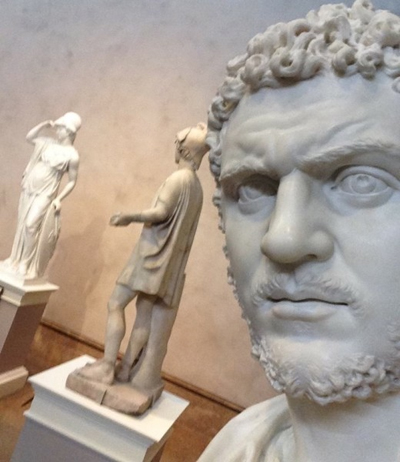 Statue-selfie-Getty-museum
