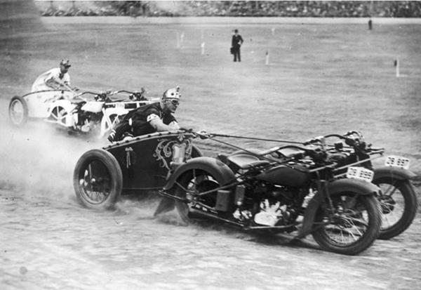 1936aussiecopmotorcyclechariots