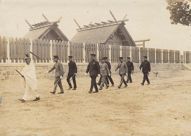 Prince_Hirohito_visit_to_Tainan_Shrine