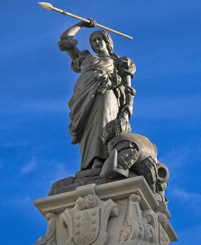 Maria-Pita-statue